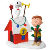 2017 Peanuts - Decked Out Dog House Hallmark ornament - QXI3282