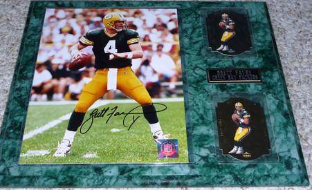BRETT FAVRE Autographed 8x10 Green Bay Packers photo 1997 Upper Deck SA 12 Cards