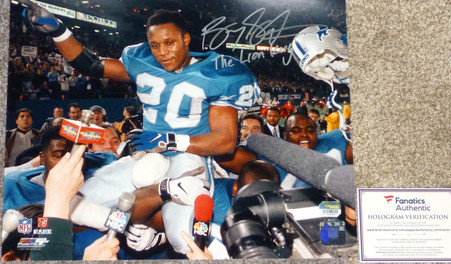 THE LION KING inscribed                    Barry Sanders Signed  Rare Official Licensed  Running Man 11x14  2000 Yard season  Photo  with Official Fanatics Authentic  numbered hologram with  COA, signing photo Authentication  with toploader.