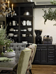 Maple Dining Area in Onyx