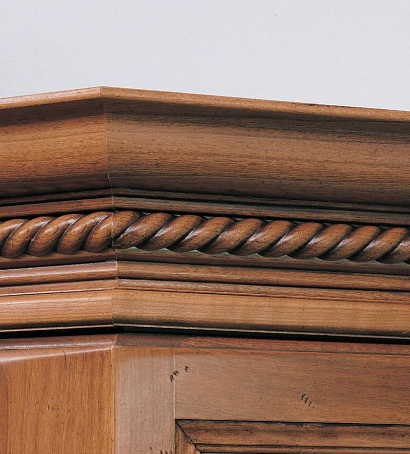 Kitchen Cabinet Crown Molding Installation: Classic Crown Molding With Rope Insert