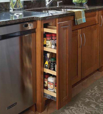 kitchen maid pantry cabinet base pantry pull out kraftmaid 5395