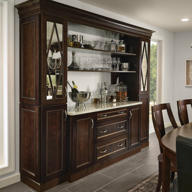 Superbe Dining Room Hutch