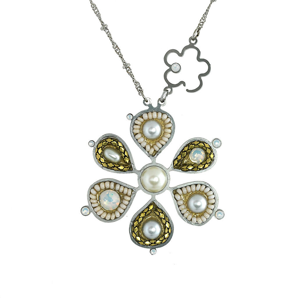 Neutral Cream Daisy Necklace