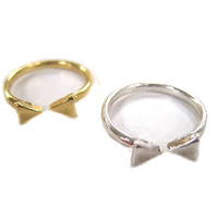 Inward Arrows Ring