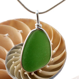 Simple and elegant our ORIGINAL setting highlights the sea glass.