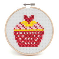 BEGINNERS CUPCAKE CROSS STITCH KIT WITH HOOP