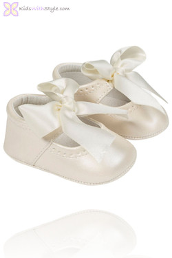 Baby Girl Mary Jane Shoes in Ivory