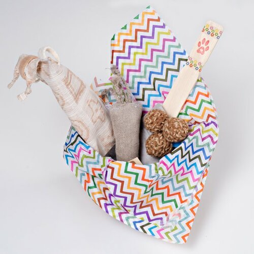 Easter/ Spring gift basket for cats. Filled with organic natural cat toys made in the USA.  Feel the love!  Vegan Friendly!