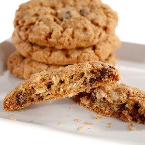 HEARTY & CRUNCHY CLASSIC COOKIE: Chocolate Chip & Oats (No Nuts)