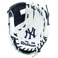 "Wilson A200 10"" New York Yankees MLB Baseball Tee Ball Youth Glove - Right Hand Throw"