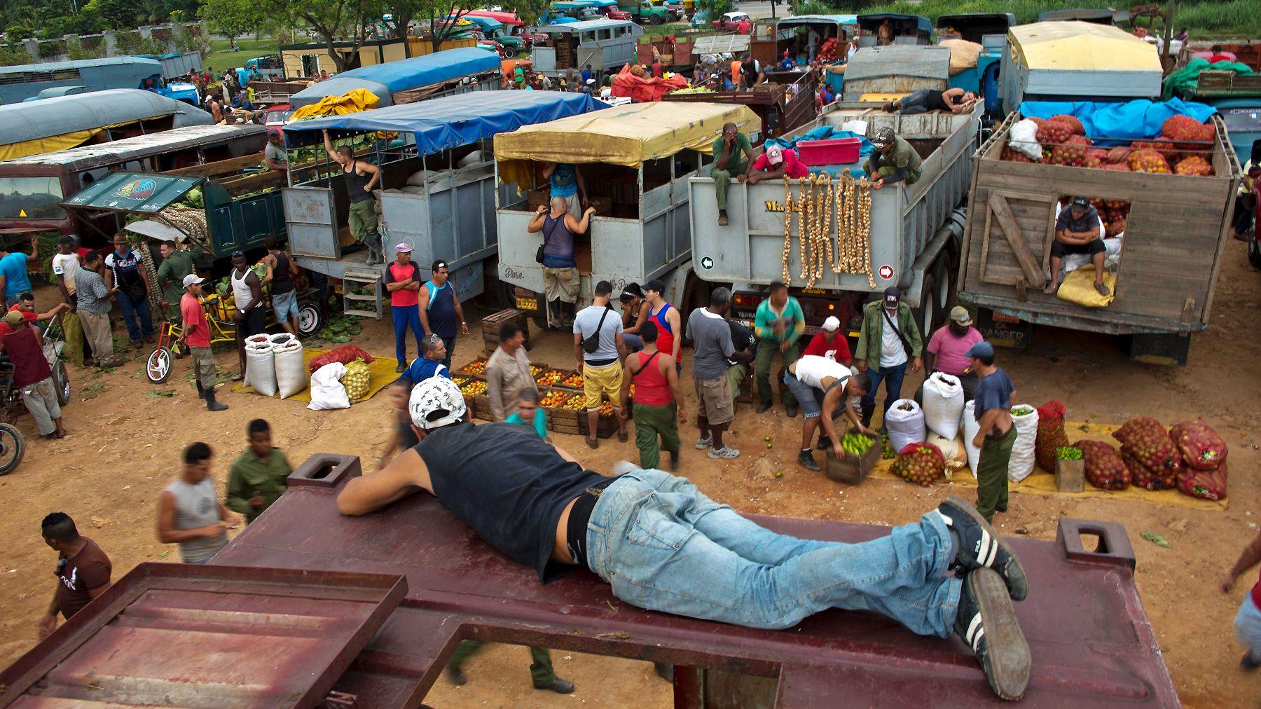 100213-global-cuba-farmers-market-farmer-2.jpg