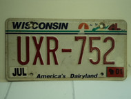 2001 WISCONSIN America's Dairyland License Plate UXR 752