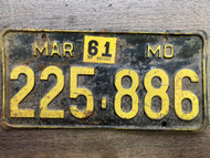 DMV Clear 1956-1961 MISSOURI Passenger License Plate YOM Clear 225-886 MO