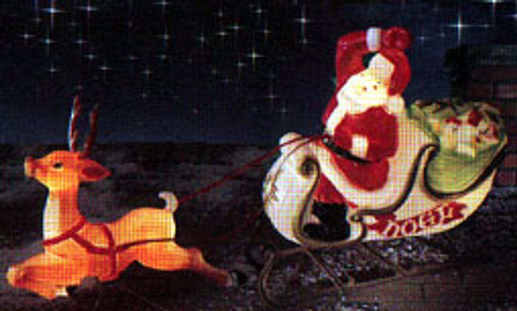 Outdoor Santa in Sleigh w. Reindeer