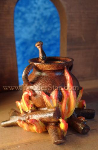 Kastlunger Cauldron at the Fire for LEPI Kastlunger Wooden Nativity