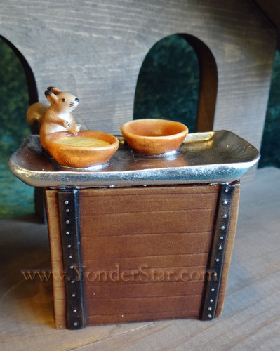 Squirel with Soup on Table LEPI Kastlunger Wooden Nativity