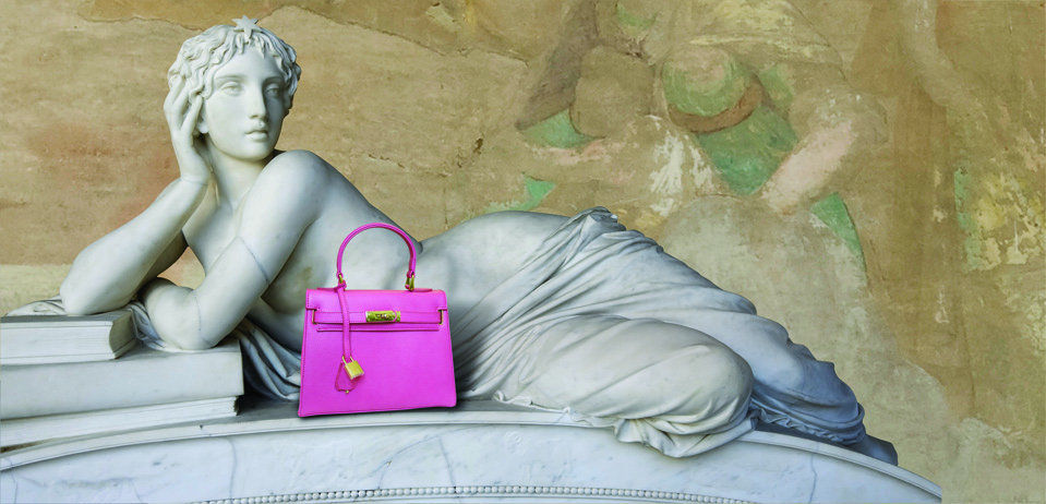 statue-pink-bag-about2.jpg