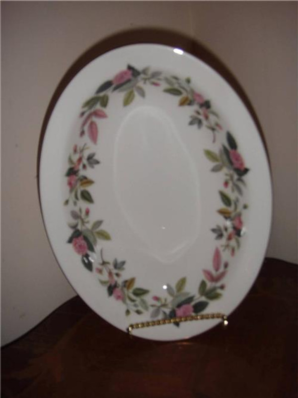 Wedgwood Hathaway Rose Gold Complete 89 Piece China Set
