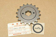 NOS Honda CB750 K1-1976 Front Drive Chain Sprocket 18T 23801-300-620