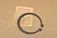 NOS Honda CB400T CB450SC CB450T CM400 CM450 MT250 XL250 XL350 XL500 XR250 65 mm Rear Sprocket Cir Clip 90665-329-000