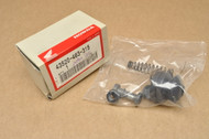 NOS Honda 1980-1981 GL1100 Gold Wing Master Cylinder Piston Rebuild Set 43520-463-315