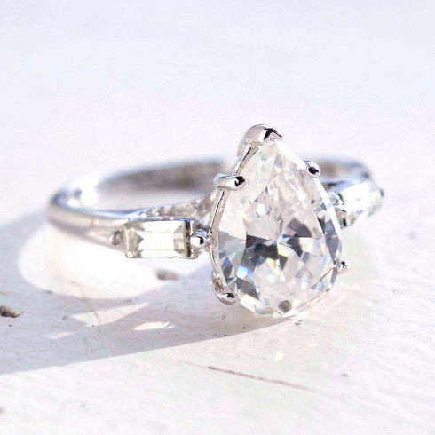 Vintage Jewelry Pear Shaped Cubic Zirconia Engagement Ring White Gold 18k Electroplated