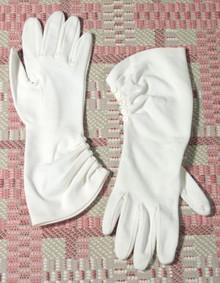 Delicate eggshell gloves