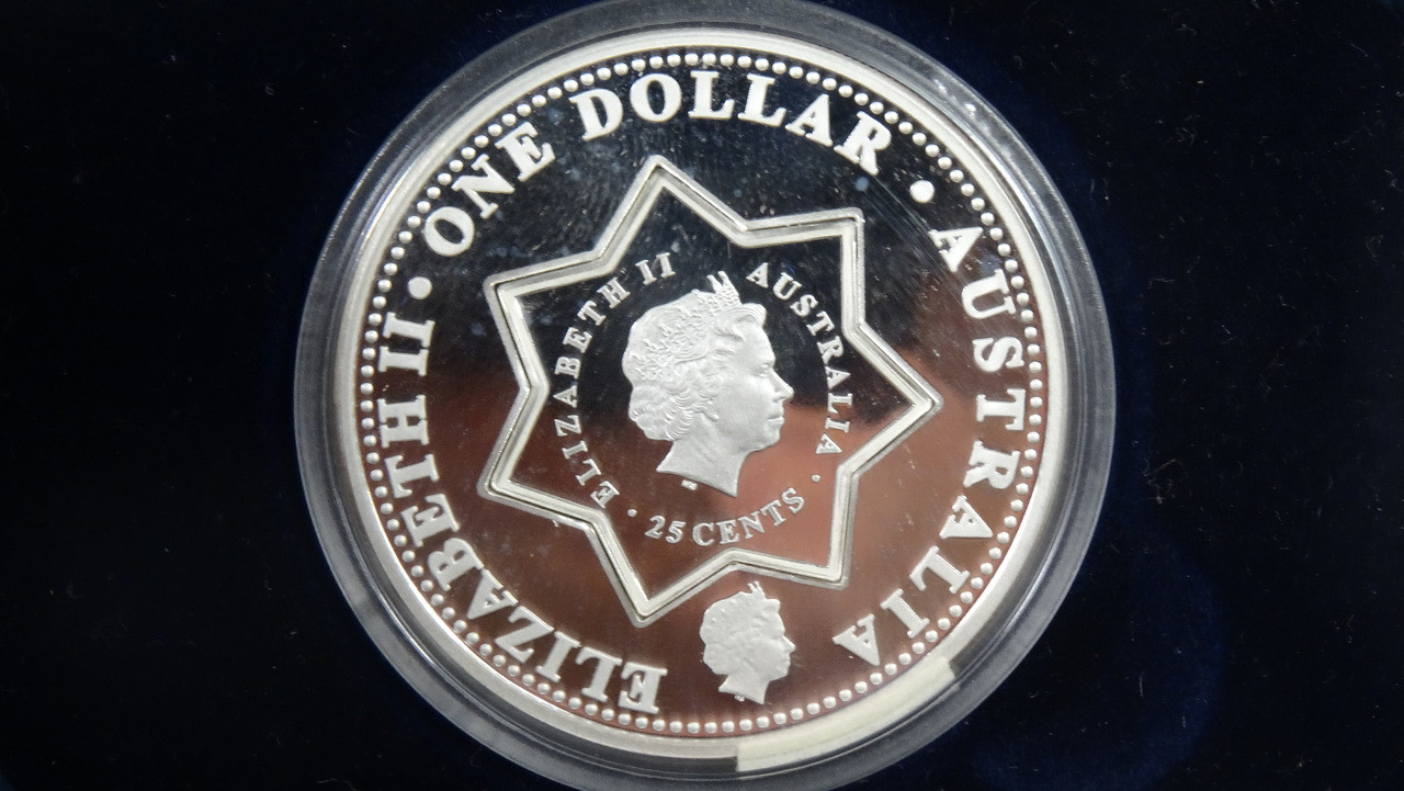 2001 Centenary Federation Holey Dollar & Dump Coin Obverse