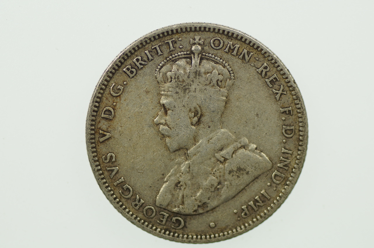 1933 Shilling George V in Almost Fine Condition Obverse