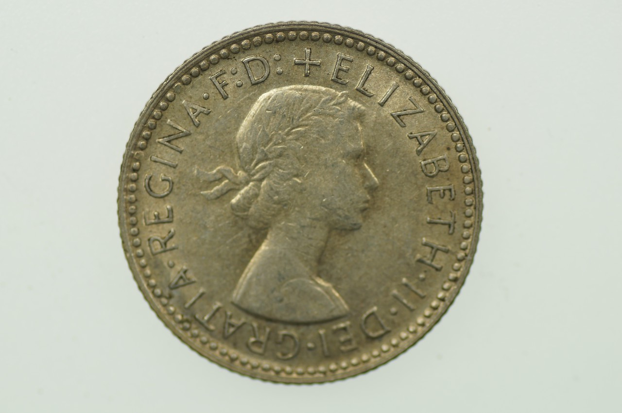 1960 Sixpence Elizabeth II in Almost Uncirculated Condition Obverse