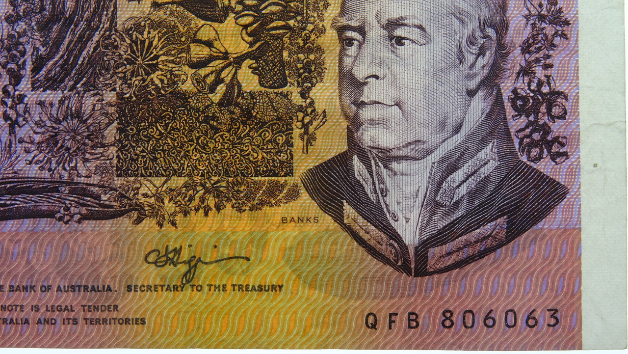 1990 Five Dollars Error Missing Prefix and Serial Numbers Banknote Reverse Close Up Two