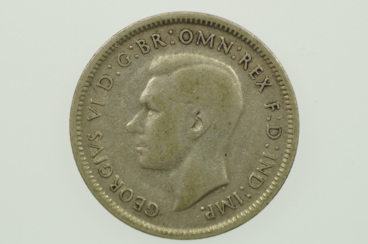 1943 S Shilling Variety Blob Attached to Front Top of Mint Mark George VI in Fine Condition Obverse