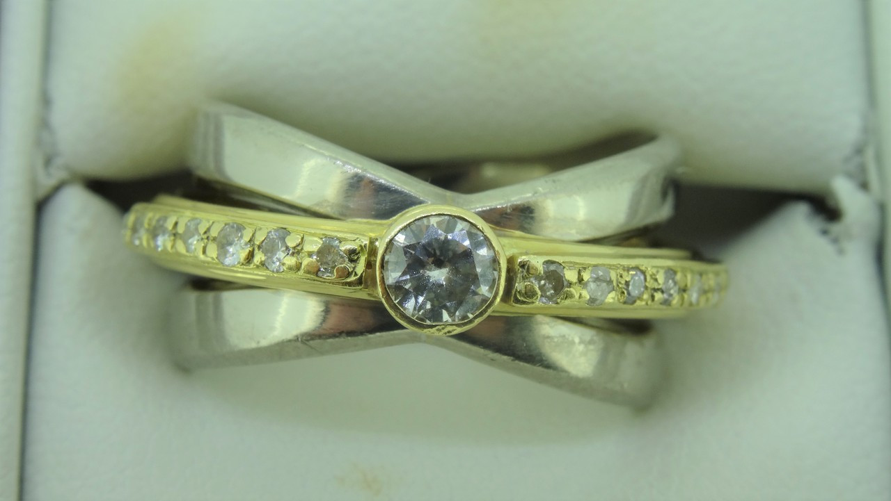 18ct Yellow and White Gold 15 Diamond Engagement Ring