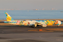 """JC Wings ANA Boeing 777-300 JA754A """"Pokemon Livery""""  1/400 XX4101"""
