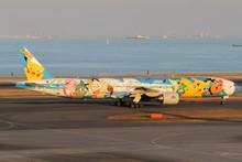 "JC Wings ANA Boeing 777-300 JA754A ""Pokemon Livery"" Flaps Down 1/400 XX4101A"