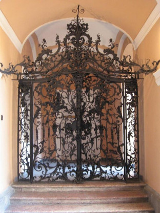 """ORNATE VICTORIAN GATE MADE OF CAST IRON WITH EXQUISITE FLORAL VINE DETAIL, OVER 11 FEET TALL AT 136"""""""