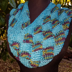 A Round Entralac Cowl Pattern