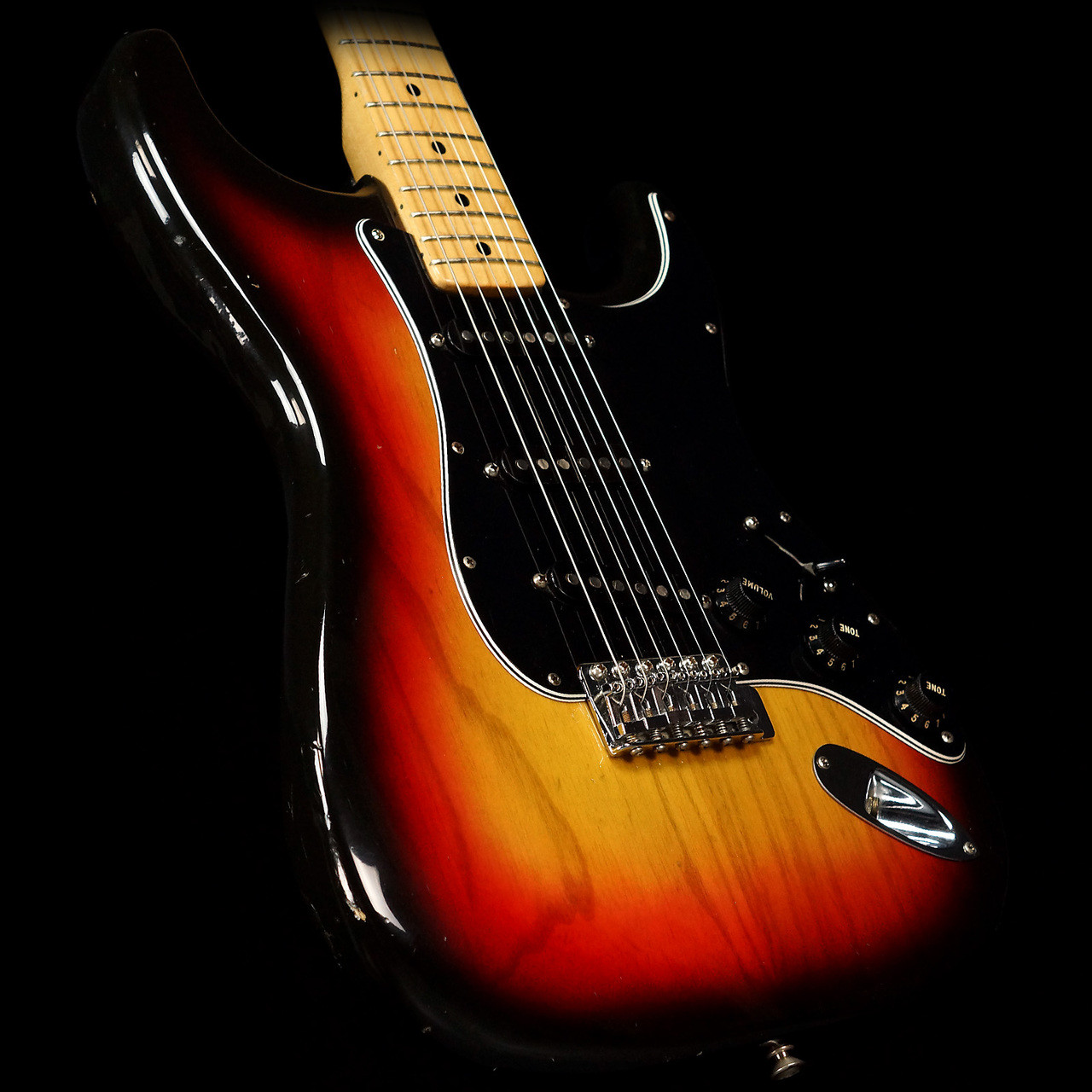 12378 2: 1977 Vintage Fender Stratocaster Sunburst