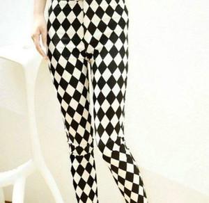 Black and White Diamonds Pattern Leggings