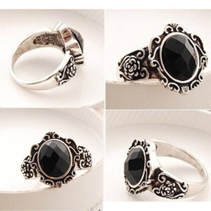 Black Gem Rose Decor Ring