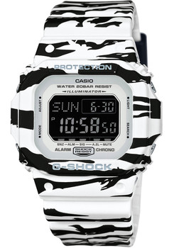 G-Shock DWD-5600BW-7 Black/White Series