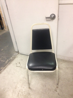 STACKABLE WHITE METAL FRAME WITH BLACK VINYL SEAT