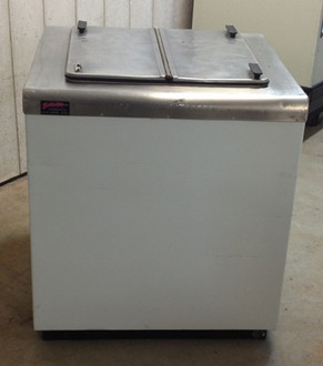 "Used- Frigidaire dipping cabinet, 4 hole, 31""W x 34""H x 31""D, 115 volt, single phase, white exterior, stainless steel top"