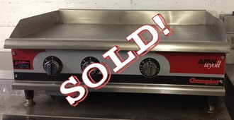 """used-Apw Griddle, natural gas, countertop, 36"""" W x 25"""" D x 16""""H (O.A.), 1"""" thick smooth polished steel griddle plate, snap-action thermostat, stainless steel front, balance aluminized steel, 4"""" adjustable legs, 75,000 BTU"""