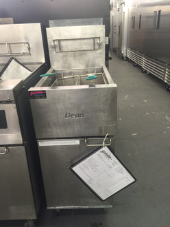 """USED DEAN SR42GN Super Runner Value Fryer, Natural gas, floor model, 43 lb. capacity, durable temperature probe, millivolt control system (requires no electrical hookup), includes: basket hanger & twin baskets, stainless steel frypot, front & door, aluminized sides, 6"""" adjustable steel legs, 105,000 BTU, CSA, NSF, CE, TUV"""