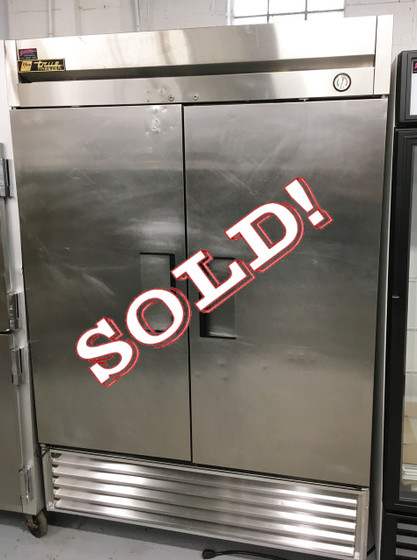"""TRUE T-49F Freezer, Reach-in, -10° F, two-section, stainless steel doors, stainless steel front, aluminum sides, aluminum interior with stainless steel floor, (6) adjustable PVC-coated wire shelves, interior lighting, 4"""" castors,  1 HP, 115v/60/1, NEMA 5-15P, MADE IN USA, cULus, UL EPH Classified, CE."""