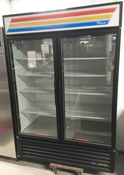 TRUE GDM-49-HC-LD Refrigerated Merchandiser, two-section, True standard look version 01, (8) shelves, powder coated steel exterior, white interior with stainless steel floor, (2) double pane thermal insulated glass hinged doors, LED interior lights, R290 Hydrocarbon refrigerant, 1/2 HP, 115v/60/1, 8.5 amps, NEMA 5-15P, cULus, UL EPH Classified, MADE IN USA, ENERGY STAR®.