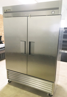 "Freezer, Reach-in, -10° F, two-section, stainless steel doors, stainless steel front, aluminum sides, aluminum interior with stainless steel floor, (6) adjustable PVC-coated wire shelves, interior lighting, 4"" castors, R290 Hydrocarbon refrigerant, 1 HP, 115v/60/1, 9.6 amps, NEMA 5-15P, MADE IN USA, cULus, UL EPH Classified, CE, ENERGY STAR®"
